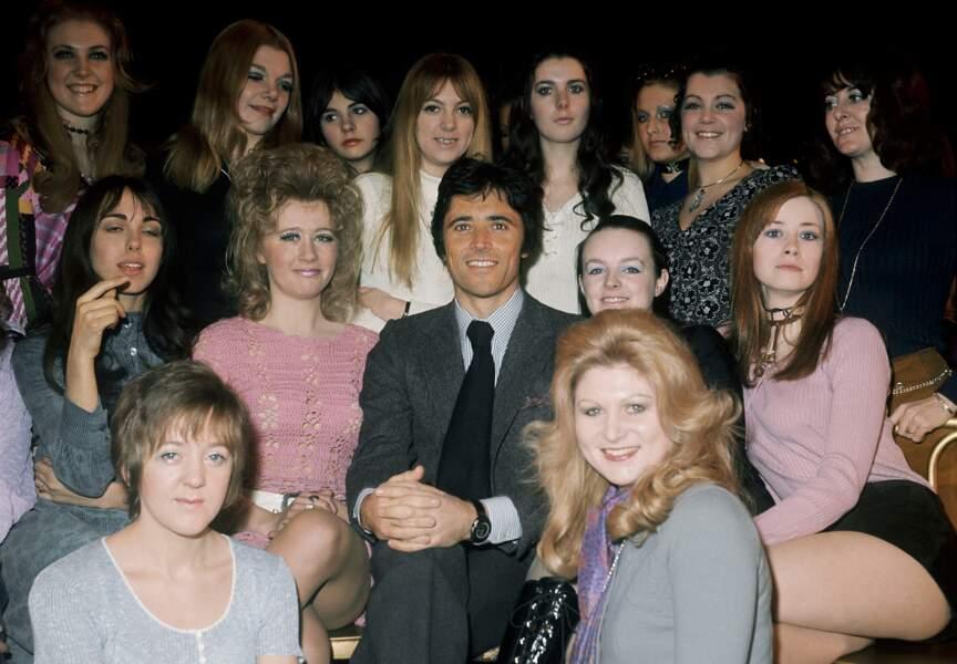 En 1971 Sacha se fait photographier en bonne compagnie sur la scène du Royal Theatre de Londres lors de sa tournée
