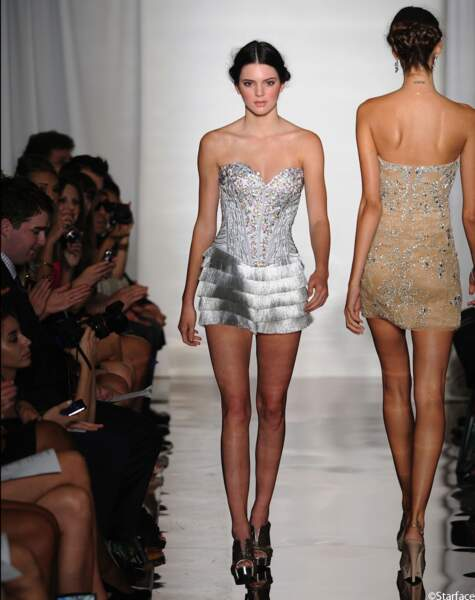 En 2011, Kendall Jenner défilait pour Sherri Hill au défilé Mercedes Benz