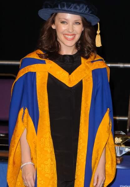 """L'australienne est faite """"Docteur de la santé des sciences"""" à Anglia Ruskin University"""