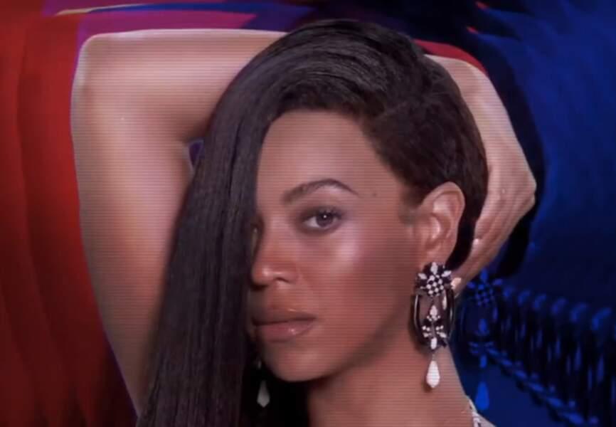 Boucles d'oreilles oversize et graphiques pour Grown Woman