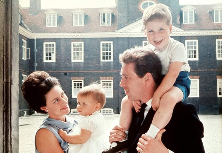 La princesse Margaret et son mari, Antony Amstrong-Jones, et leurs deux enfants, David et Sarah