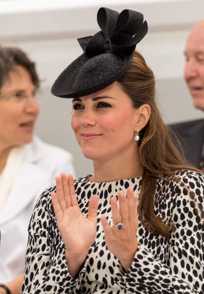 Souriante, comme à son habitude, la princesse participe de bon coeur à l'événement