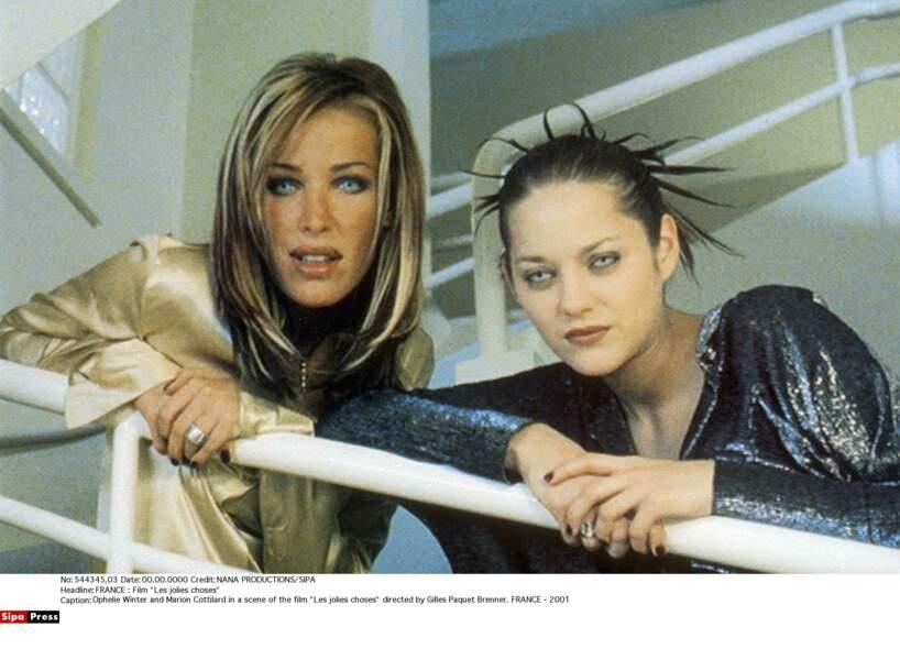 2001, Marion Cotillard et Ophélie Winter dans Les Jolies choses