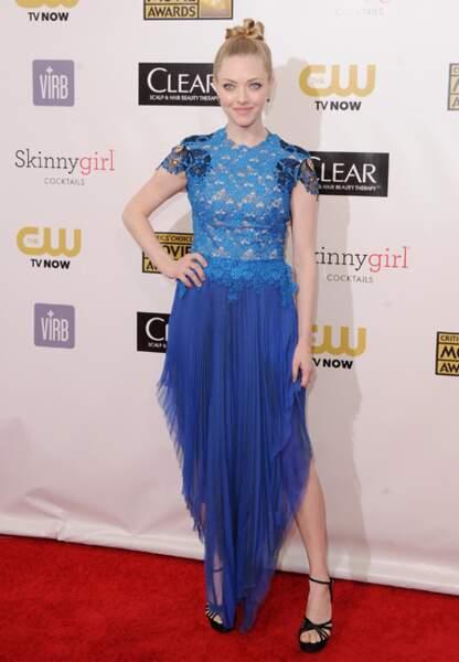 Amanda Seyfried joue la transparence dans sa robe Marios Schwab