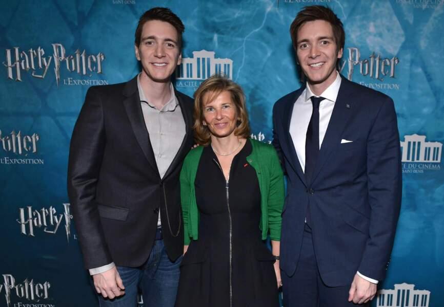 Iris Knobloch (Presidente de Warner France) avec James et Oliver Phelps, aka les frères Weasley