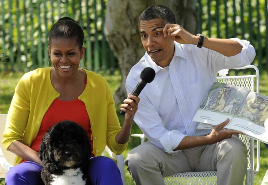 Barack Obama et Michelle Obama racontent une histoire à des enfants