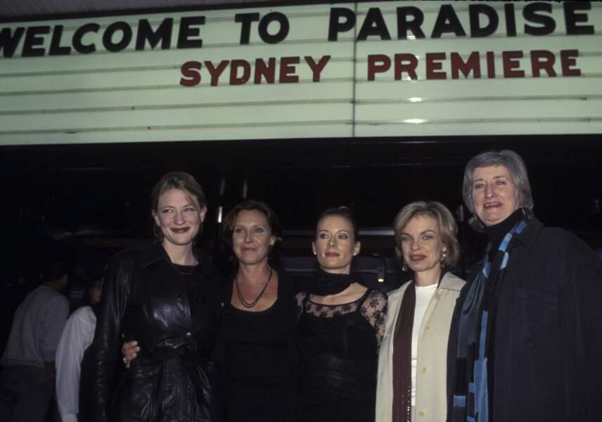 Cate Blanchett et l'équipe à la première de Paradise Road à Sydney
