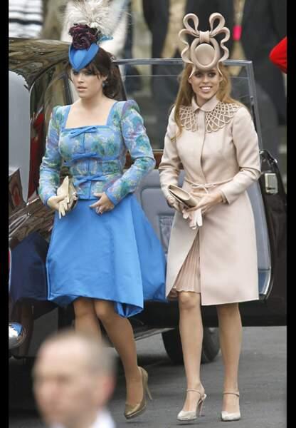 Les princesses Eugénie et Béatrice dans leurs atours cultes lors du mariage de Kate et William en avril 2011