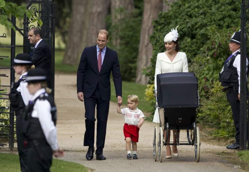 Kate et William, accompagnés de Charlotte et George pour le baptême de la princesse