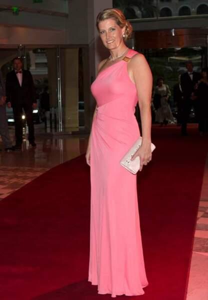 Rose asymétrique et carré cranté lors du Gala du Grand Prix de F1 de Monaco
