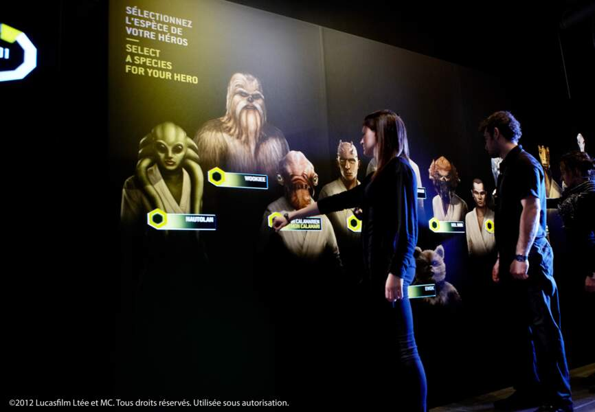Les visiteurs, munis d'un bracelet électronique, détermine leur identité