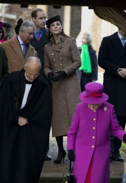 La famille royale à la sortie de l'église