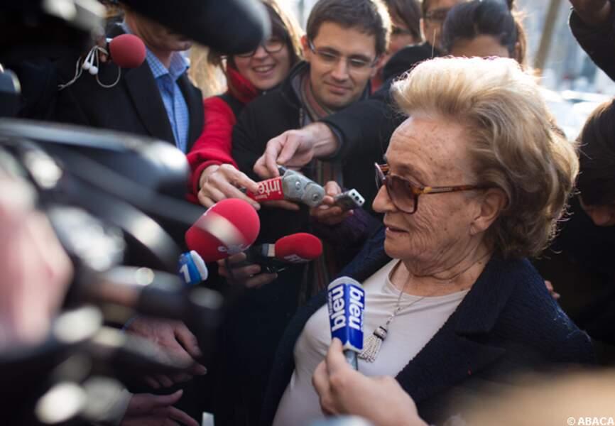 Bernadette Chirac assaillie par les micros