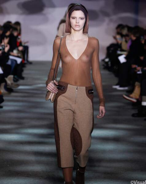 Kendall Jenner perce au défilé de Marc Jacobs à la Fashion Week