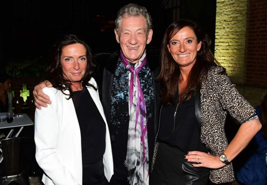 Ian McKellen entouré d'Anne-Gaëlle Kerdranvat et Nathalie Debras