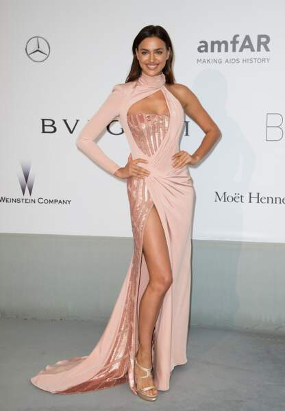 Irina Skayk en Atelier Versace
