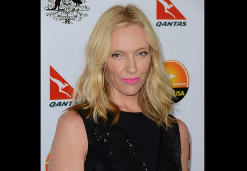 L'actrice Toni Collette ose le rose flashy