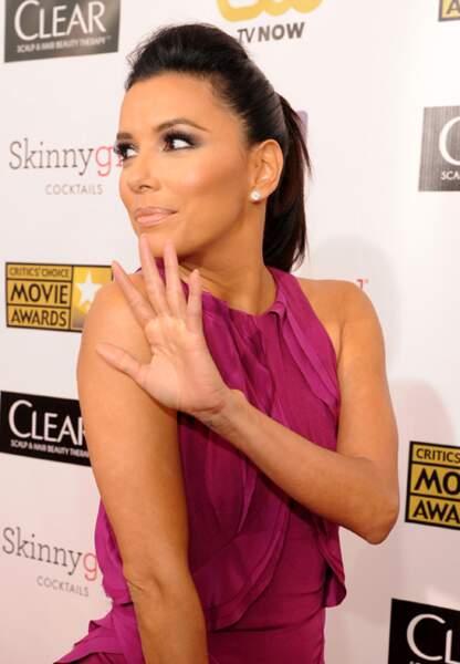 Eva Longoria arrive aux Critics Choice Awards, à Santa Monica