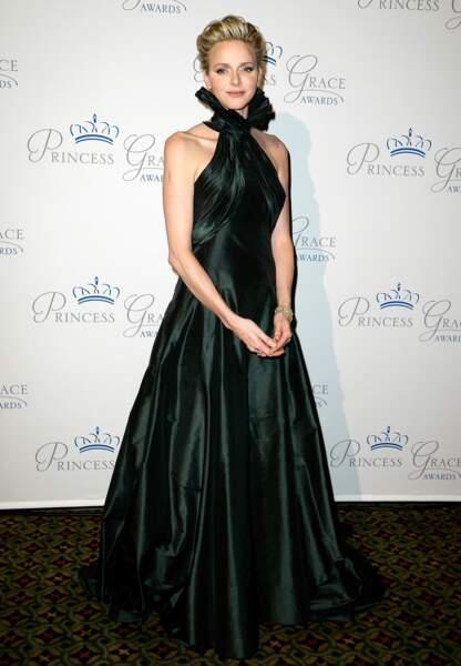 Lors des Princess Grace Awards, l'épouse d'Albert II opte pour le mystère d'une robe Ralph Lauren