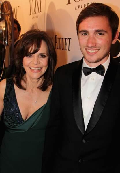 9. Sally Field et son fils Sam Greisman