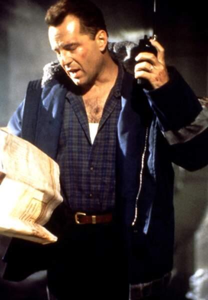 Bruce Willis retrouve pour la 2e fois son personnage fétiche de John McClane pour le meilleur des Die Hard (1990)