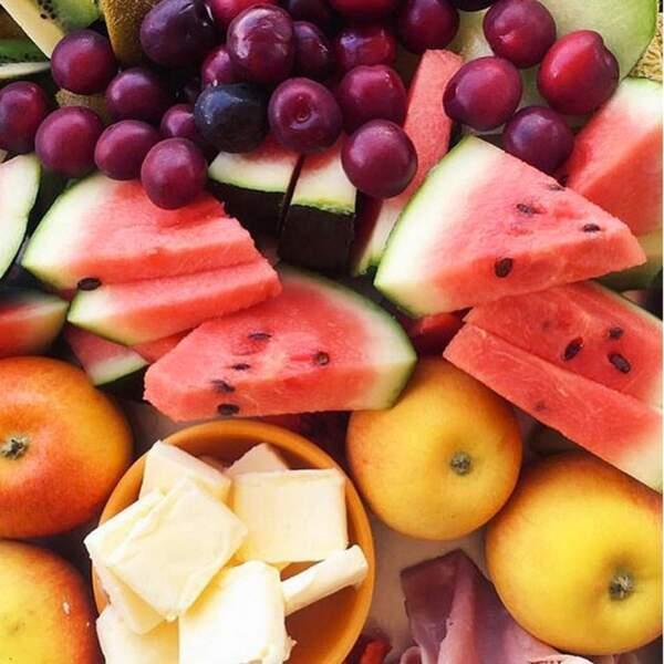 Un copieux plateau de fruits vu par Nabilla ...