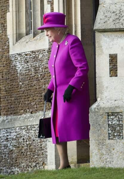 La reine sort de l'église