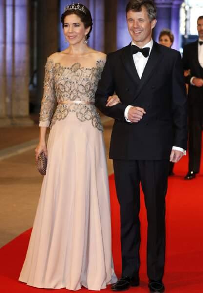 Mary et Frederik à un dîner de gala pour la fin du règne de la reine Beatrix des Pays-Bas (avril 2013)
