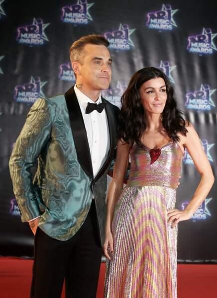 """Robbie Williams et Jenifer  à la 18me cérémonie des """"NRJ Music Awards"""" au Palais des Festivals à Cannes, le 12 novembre 2016."""