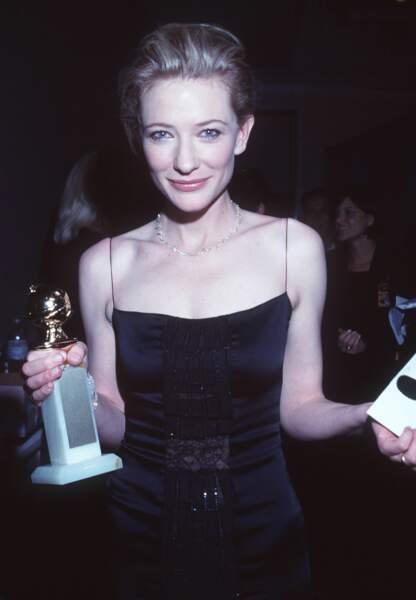 Cate Blanchett reçoit le Golden Globe de la meilleure artiste dramatique pour sa prestation dans Elizabeth