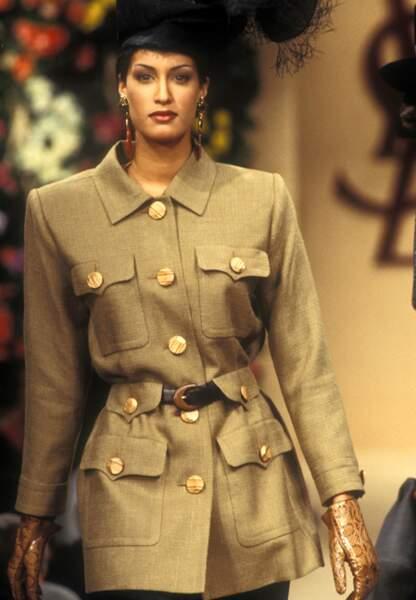 Une saharienne haute couture en janvier 1993
