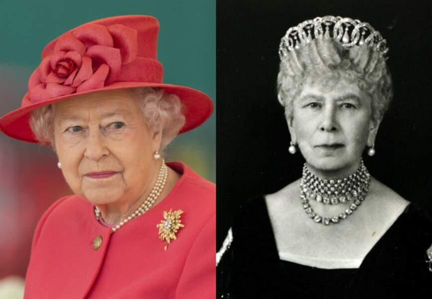 Elizabeth II et sa grand-mère paternelle, la reine Mary (l'épouse du roi George V)