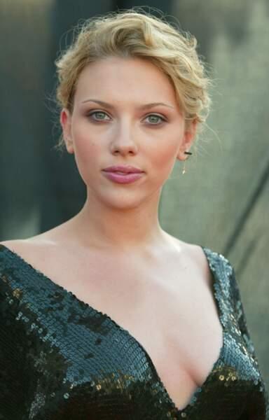Scarlett Johansson s'est aussi essayée à l'allure romantique