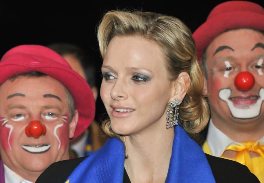 Charlène de Monaco Smoky charbonneux et chignon délicat lors du 35e Festival International du Cirque de Monte-Carlo