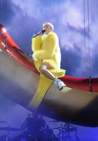 Miley Cyrus sur le Bangerz Tour à Amsterdam