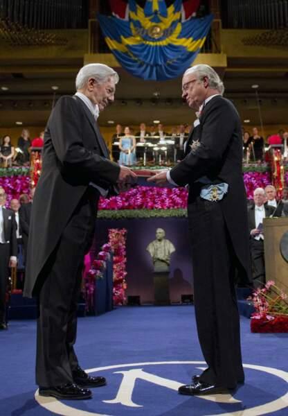 Mario Vargas Llosa reçoit son Prix Nobel de littérature en 2010