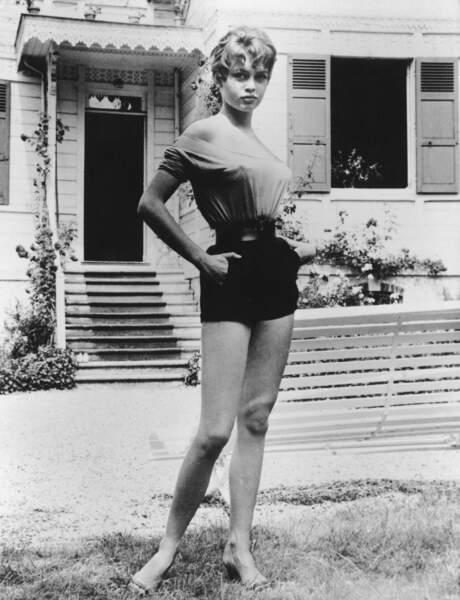 Brigitte Bardot et son encolure coeur, devenue l'encolure Bardot