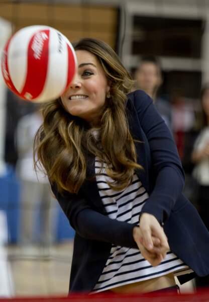 Partie de volley lors d'un atelier SportsAids au parc Olympique Queen Elizabeth