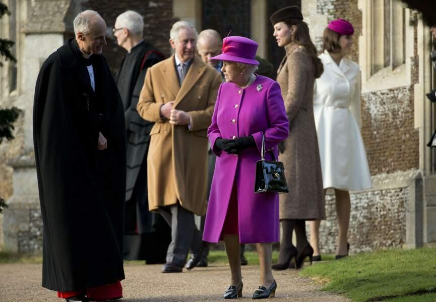 La famille royale autour de la reine