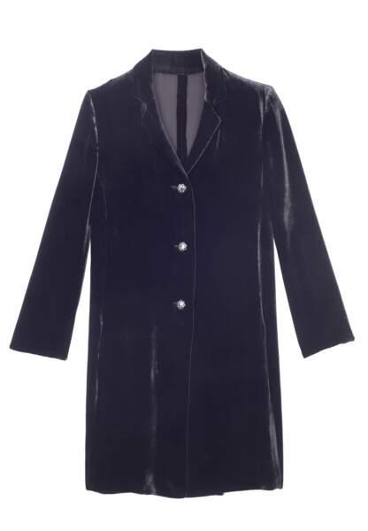 Une longue veste en velours lisse