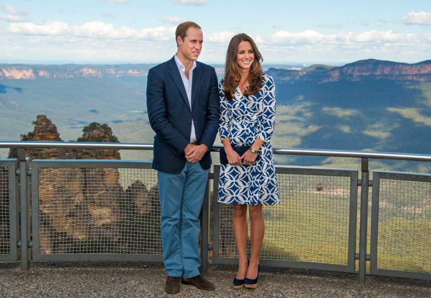 Les 'montagnes bleues' se devinent derrière le couple royal