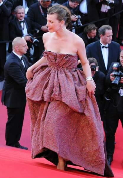 Milla Jovovich fait confiance au chic griffé Louis Vuitton (2010)