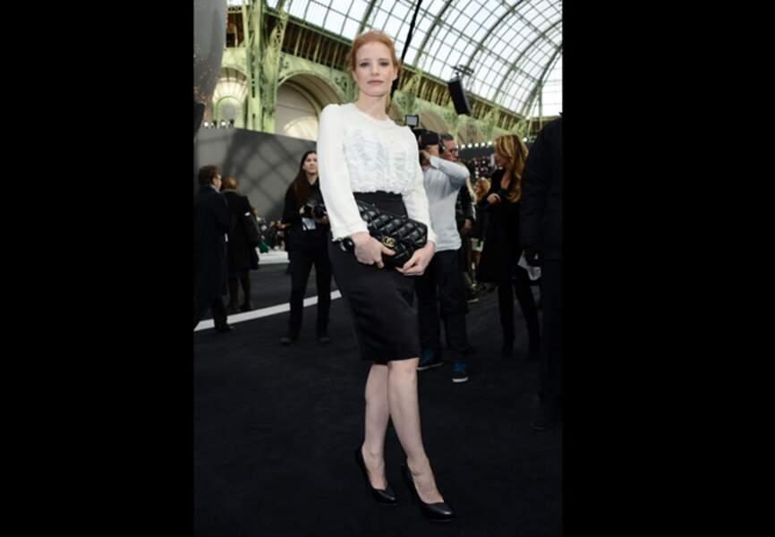 Jessica Chastain sublime au défilé Chanelc