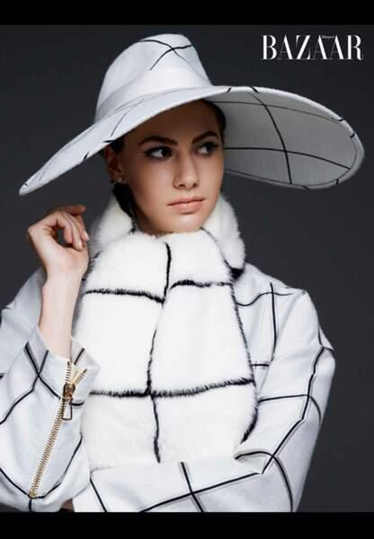 Capeline assortie à son manteau, le chic est en héritage chez les Hepburn-Ferrer