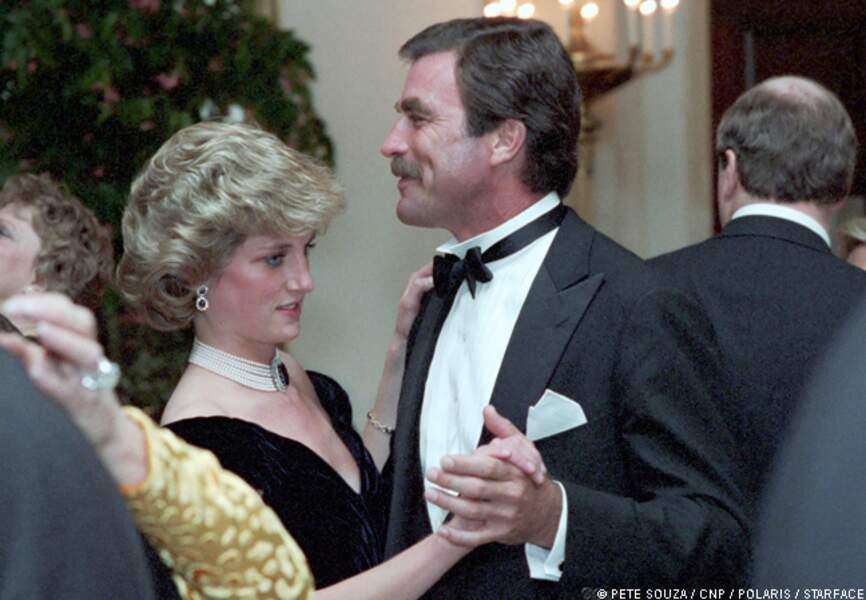 La princesse de Galles intimidée par Tom Selleck. La moustache sans doute.