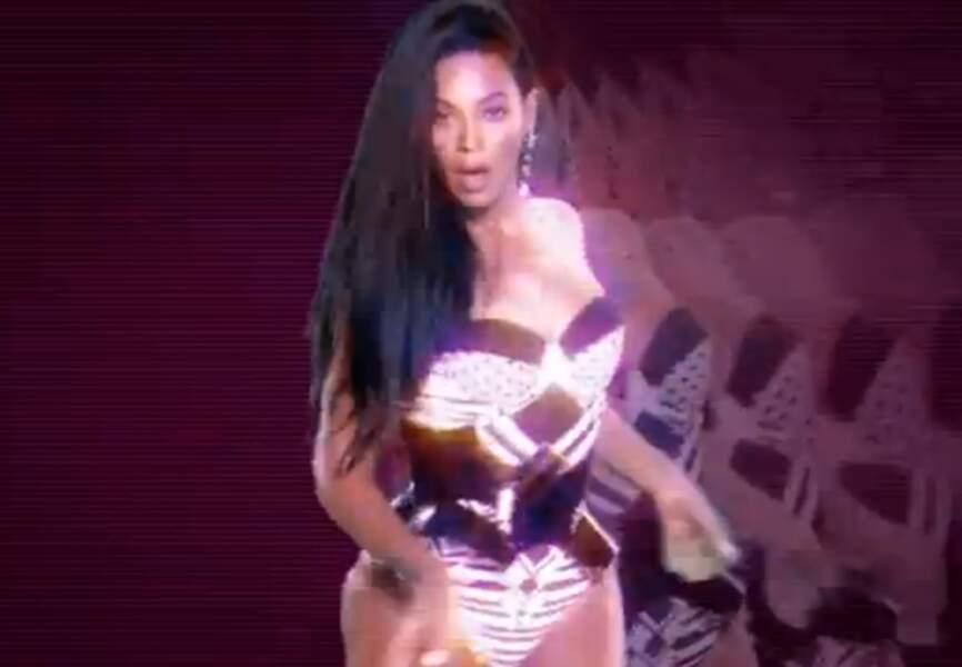 Body échancré eighties dans Grown Woman et hologrammes