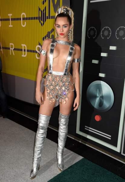Miley, très habillée pour l'occasion
