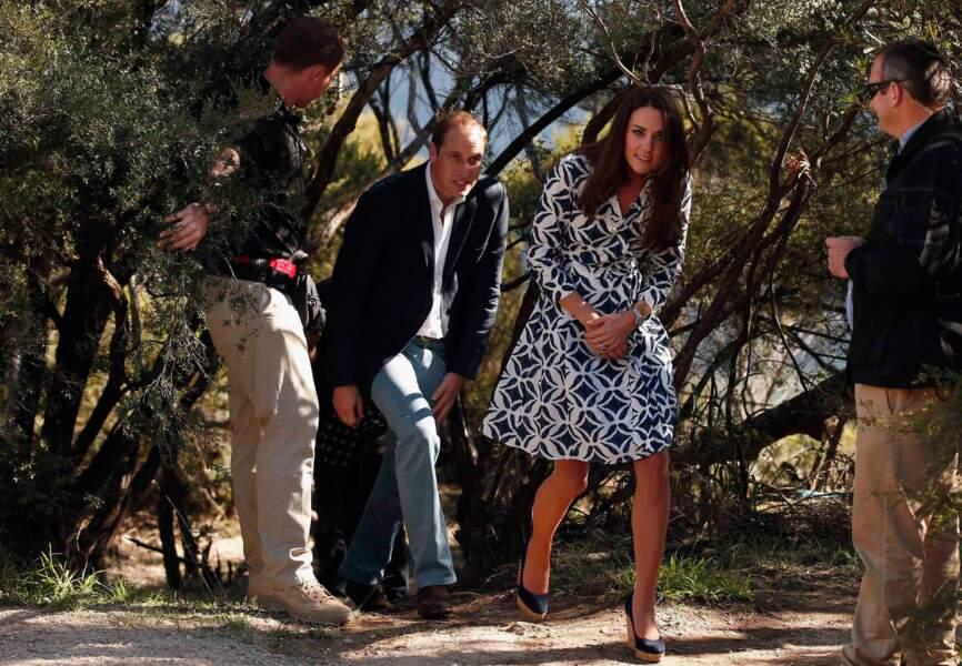 Kate et William se faufile dans la forêt touffue