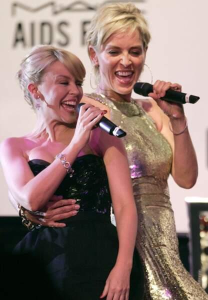 Sharon Stone chante avec Kylie Minogue au gala de l'amfAR de 2007
