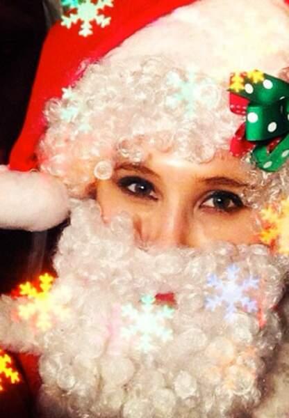Qui se cache derrière cette hillarante mère Noël?